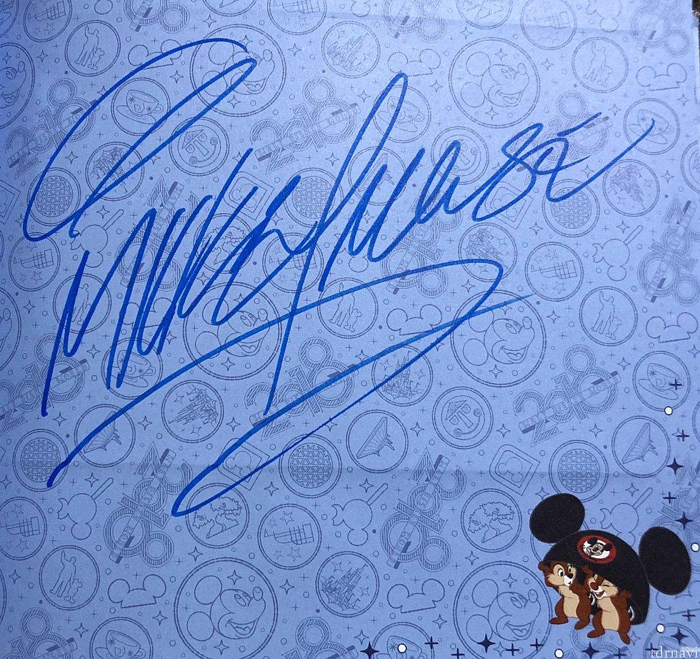 専用の青いペンで書いてくれています!