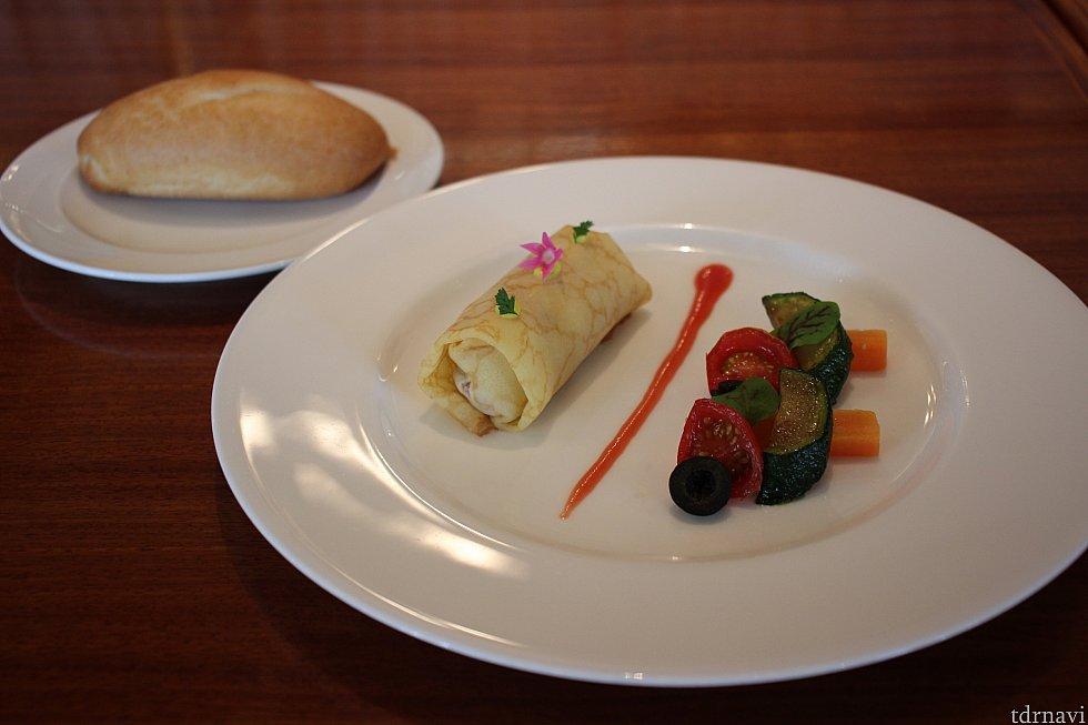 ジャンボンムースのクレープ、ブラッドオレンジソース&パン
