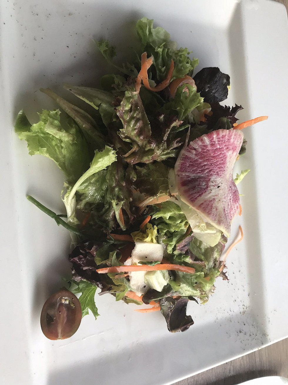 グリーンサラダ パパイヤドレッシングで 美味しい15ドル