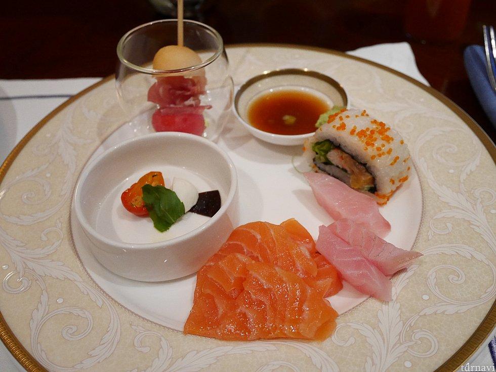 お寿司やおさしみもあります!スモークしてないサーモン嬉しい♪
