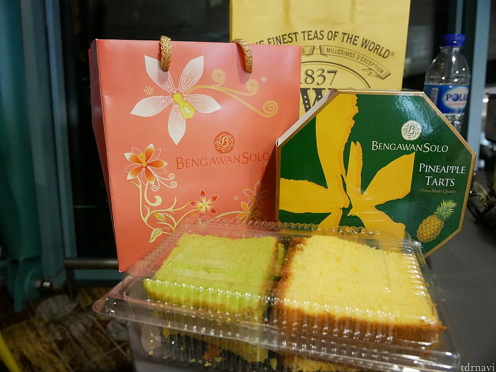 パイナップルパイとパンダン味のシフォンケーキを買いました!とってもふわふわで美味しかった♪
