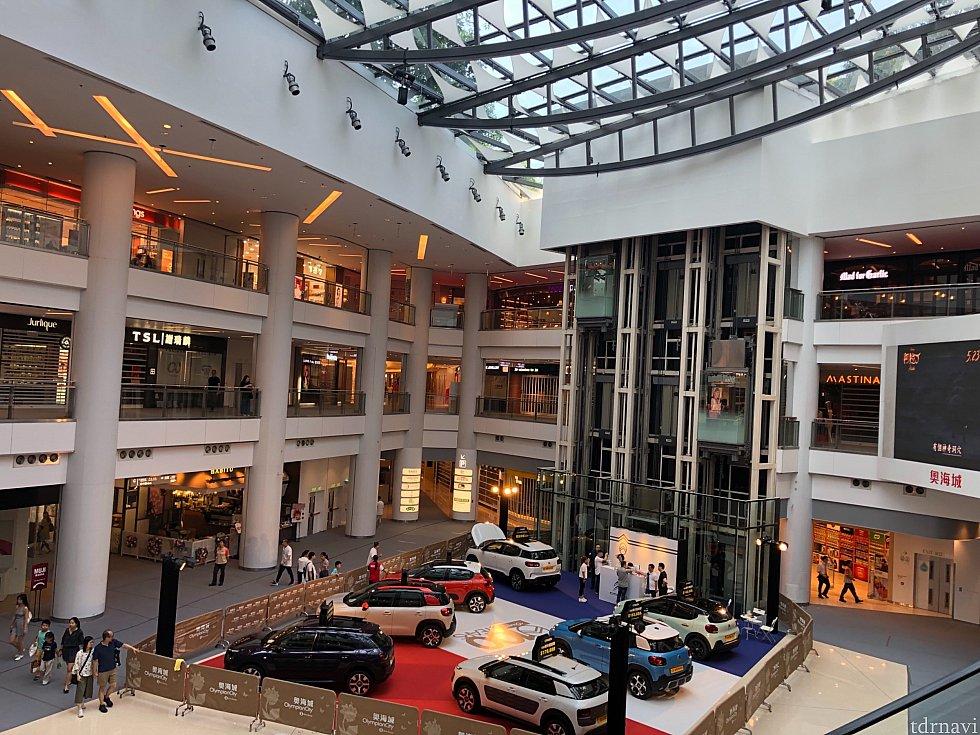 近くにはオリンピックシティーというショッピングセンターがあります。