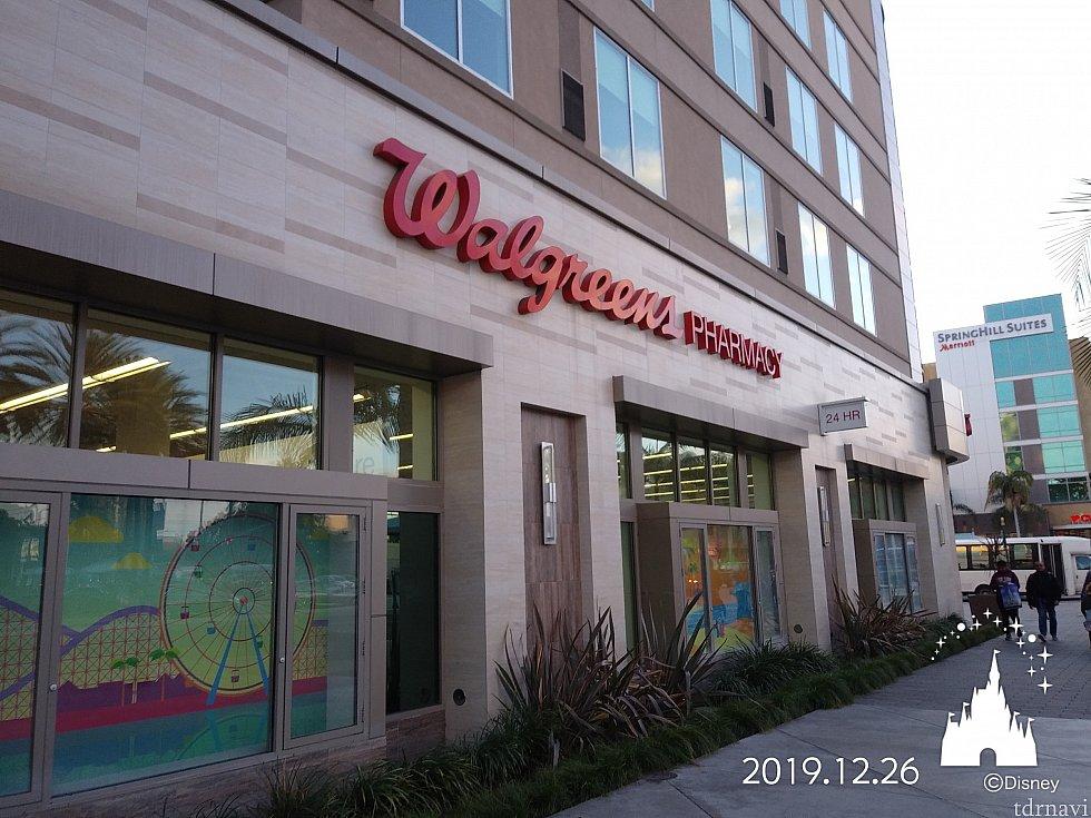 ドラッグストアチェーンのWalgreensです。ホテルの場所によっては遠いかも。