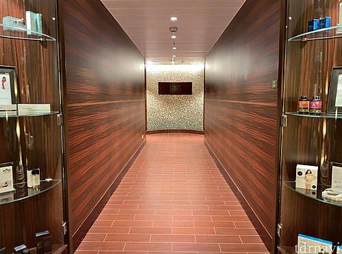 いい香りにつつまれた廊下を進みます。