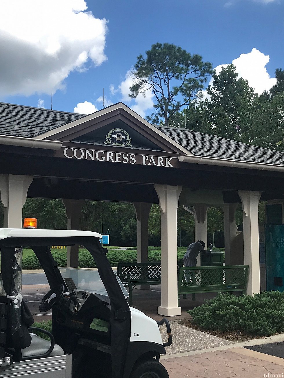 滞在したCongress parkエリアのバス停と移動用カート
