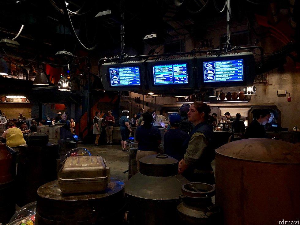 ギャラクシーエッジ最大のレストランの割にはキャッシャーが3台だけなんですかね。これで押し寄せるゲストを賄えるのかちょっと心配。