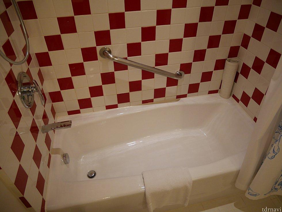 【洗面所・浴室】 シャワーは弱めでした😅