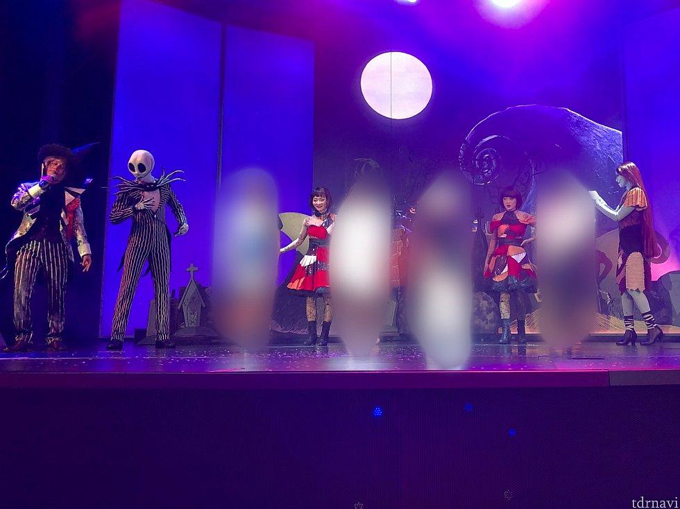 再びジャックとサリーが登場! 仮装したゲスト達がステージ上に。