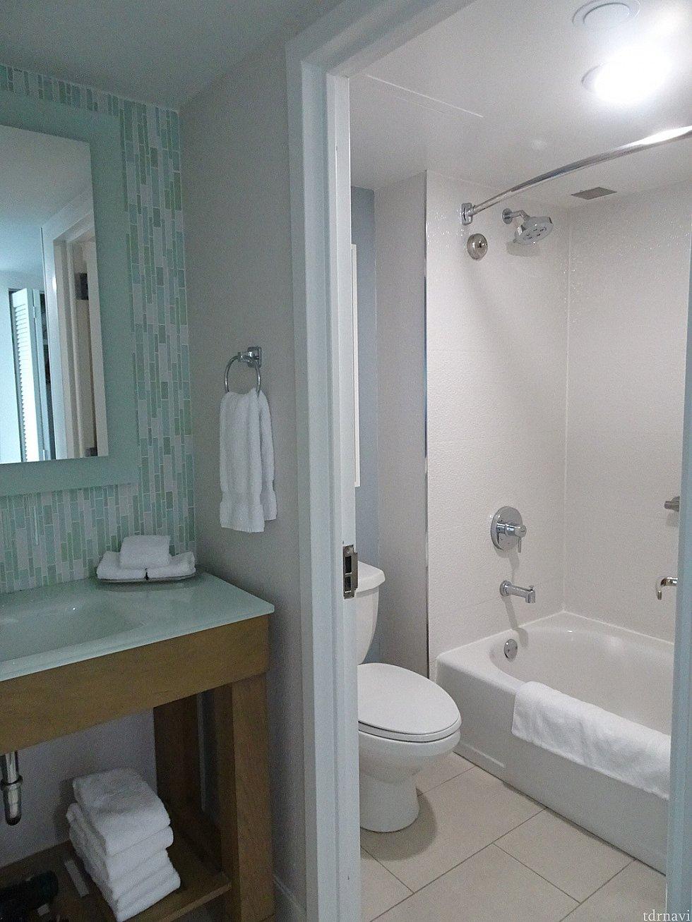 やったね❣️バスタブ😆 シャワーは可動式じゃないので洗面器にお湯を溜めて流していました