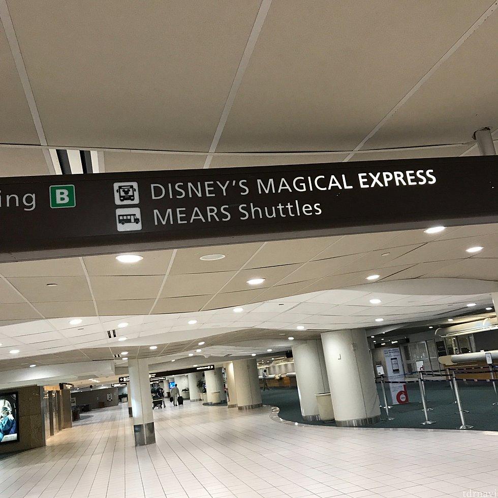 クルーズで宿泊の場合は、ディズニーのマジカルエクスプレス乗り場まで自分で荷物を持っていきます。