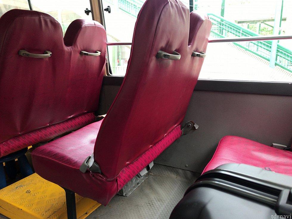 シンプルな座席