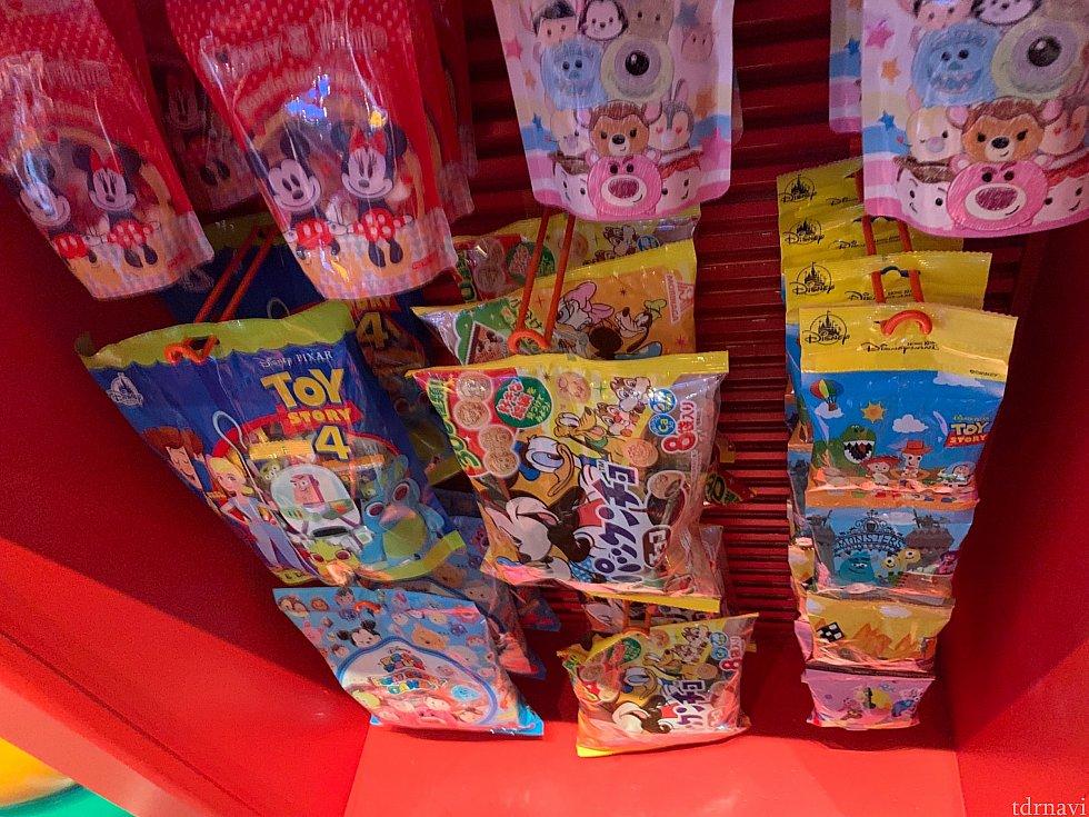 お菓子も売ってます!日本でおなじみのパックンチョも!