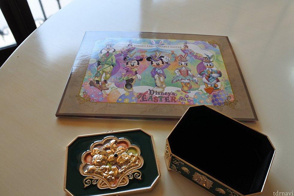 写真の台紙と記念のボックス。カードケースくらいのサイズ。ずっしりしていて高級感あります✨