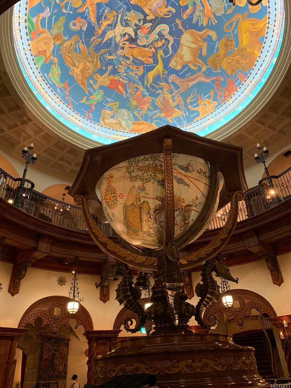 マゼランズの中です。 4mもある球体の部屋がメインのお部屋です。 ここ以外にも3箇所食事できるスペースがあります。
