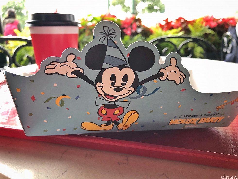 紙皿が可愛い♡パンの包み紙もバースデーバージョンでした!