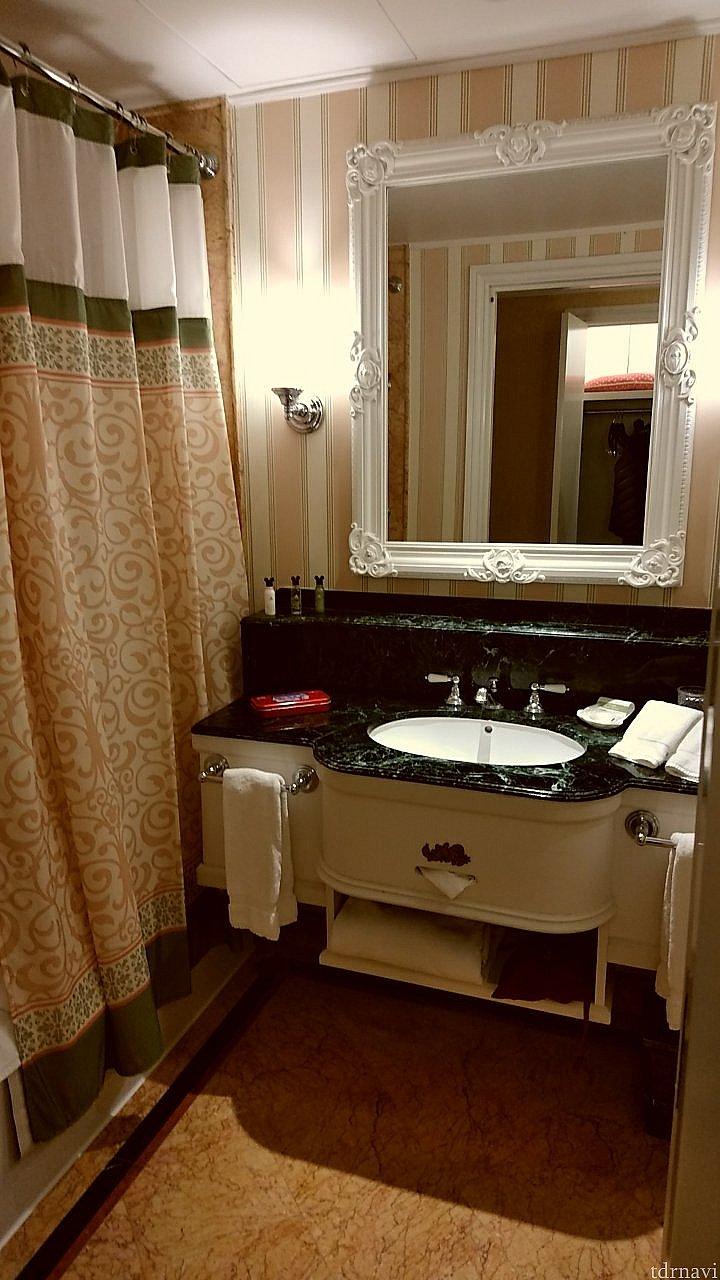 洗面台もよくみると白雪姫デザイン🍎