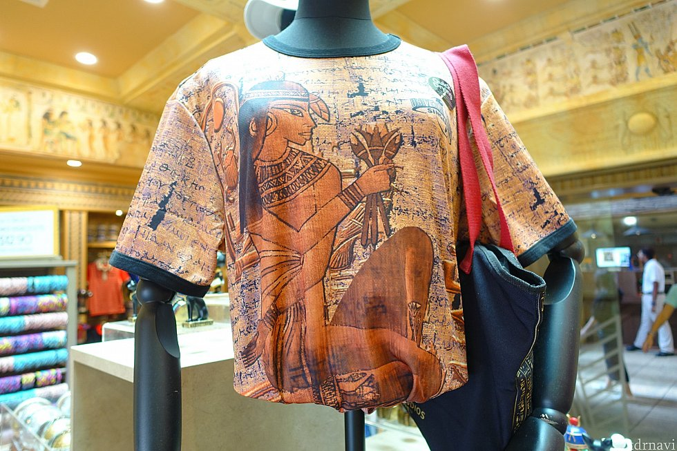 こちらのTシャツと合わせれば、間違いなくオシャレです。