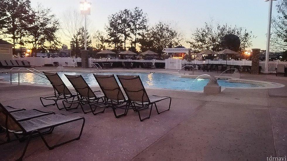ホテル内、各エリアにもプール