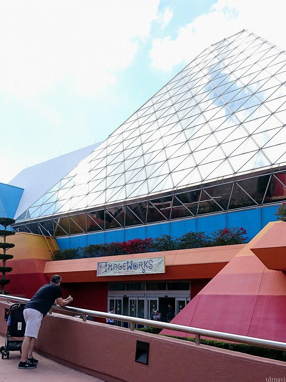 建物側面に「イメージワークス」の出入口。