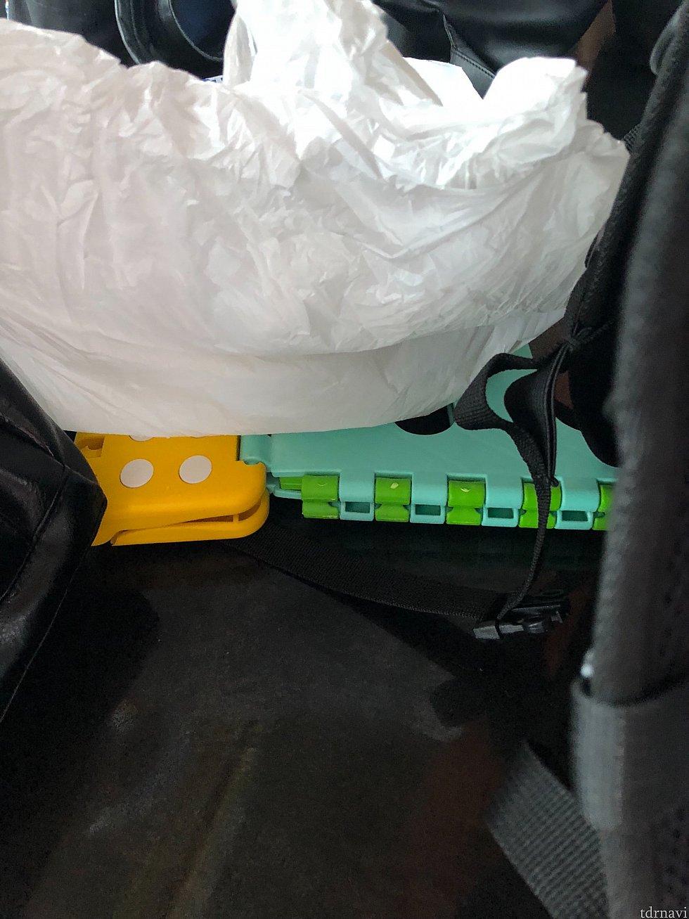 以前折り畳みイスが引っかかっているのを目撃しましたが、中国では10元くらいで売っているからかすんなり没収されていました