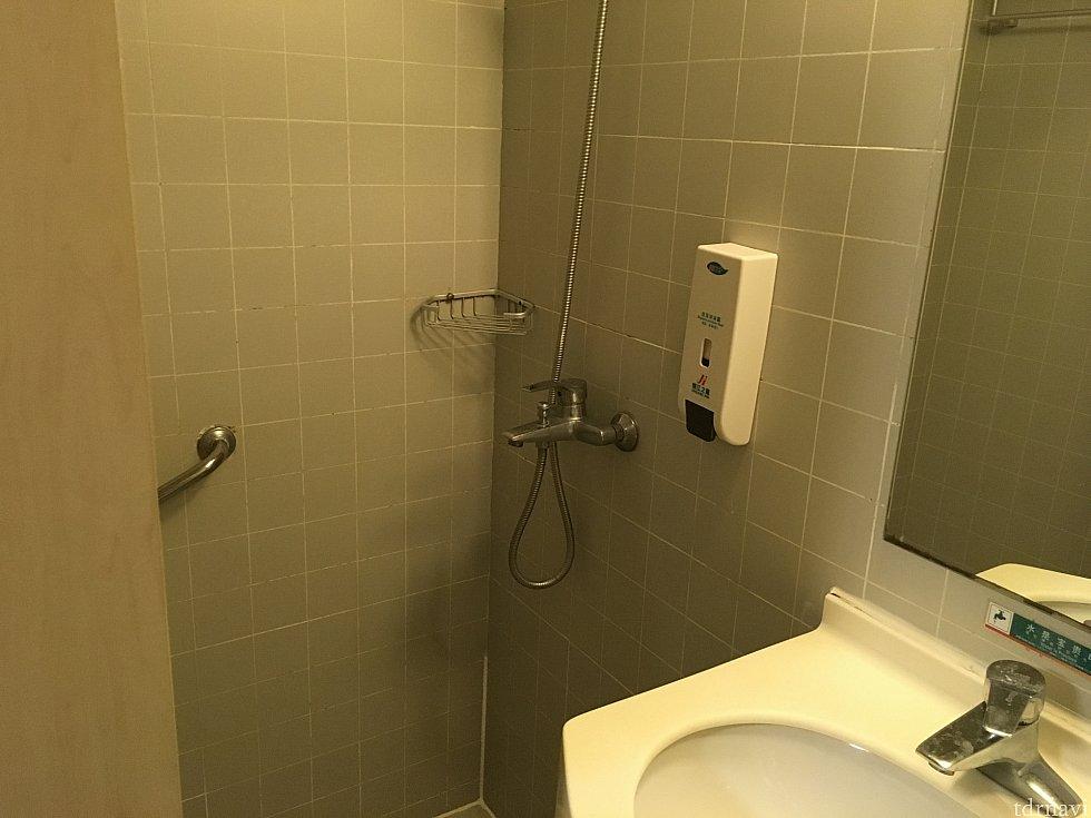 シャワールームのみなので、お風呂に浸かりたい方は不向きです…