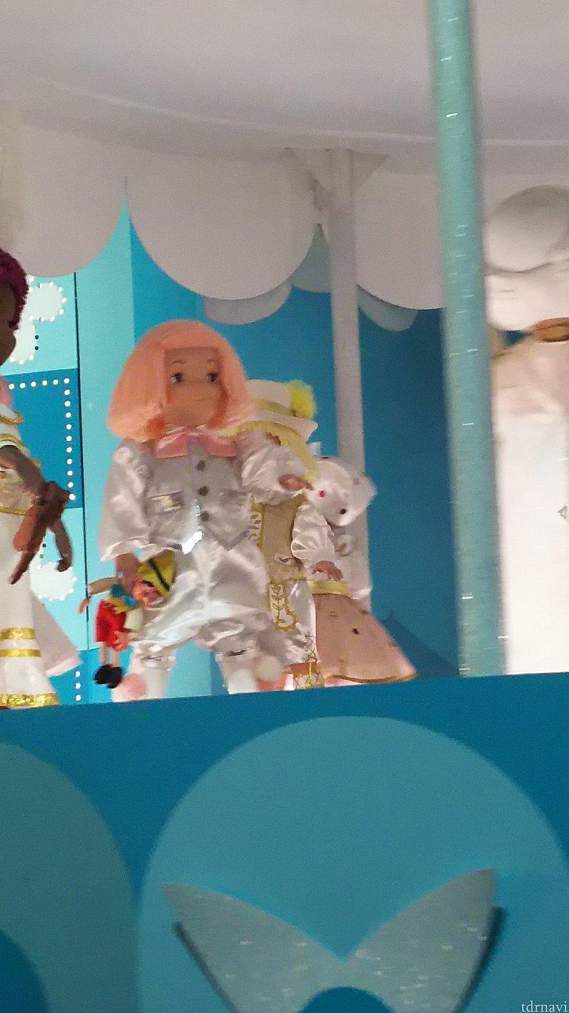 今もいるよ!ピノキオ人形をもった女の子フィピア!
