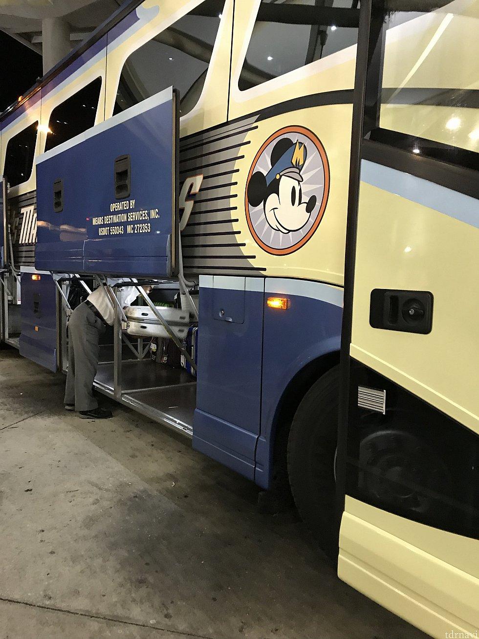 空港とホテルの送迎バス