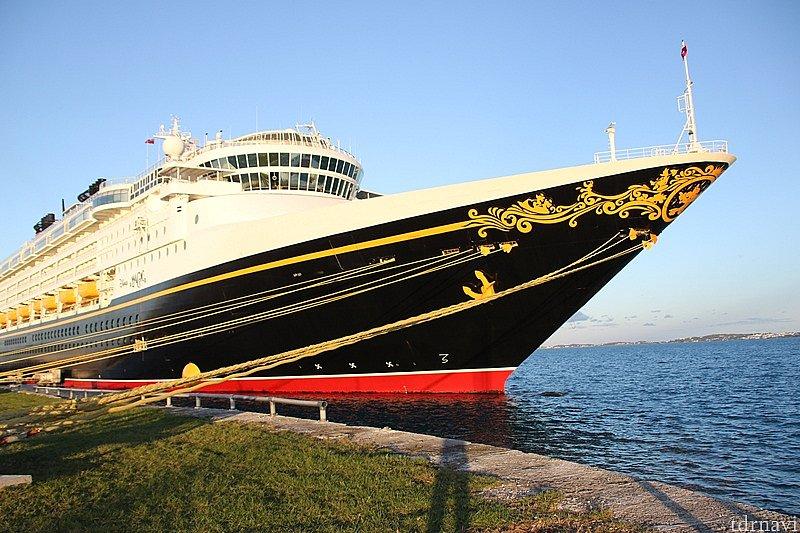 ファンタズミッキーが船首にデザイン。