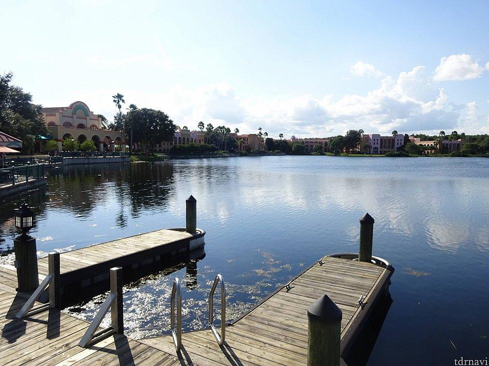 中央の湖はとっても広く、景色も最高です。