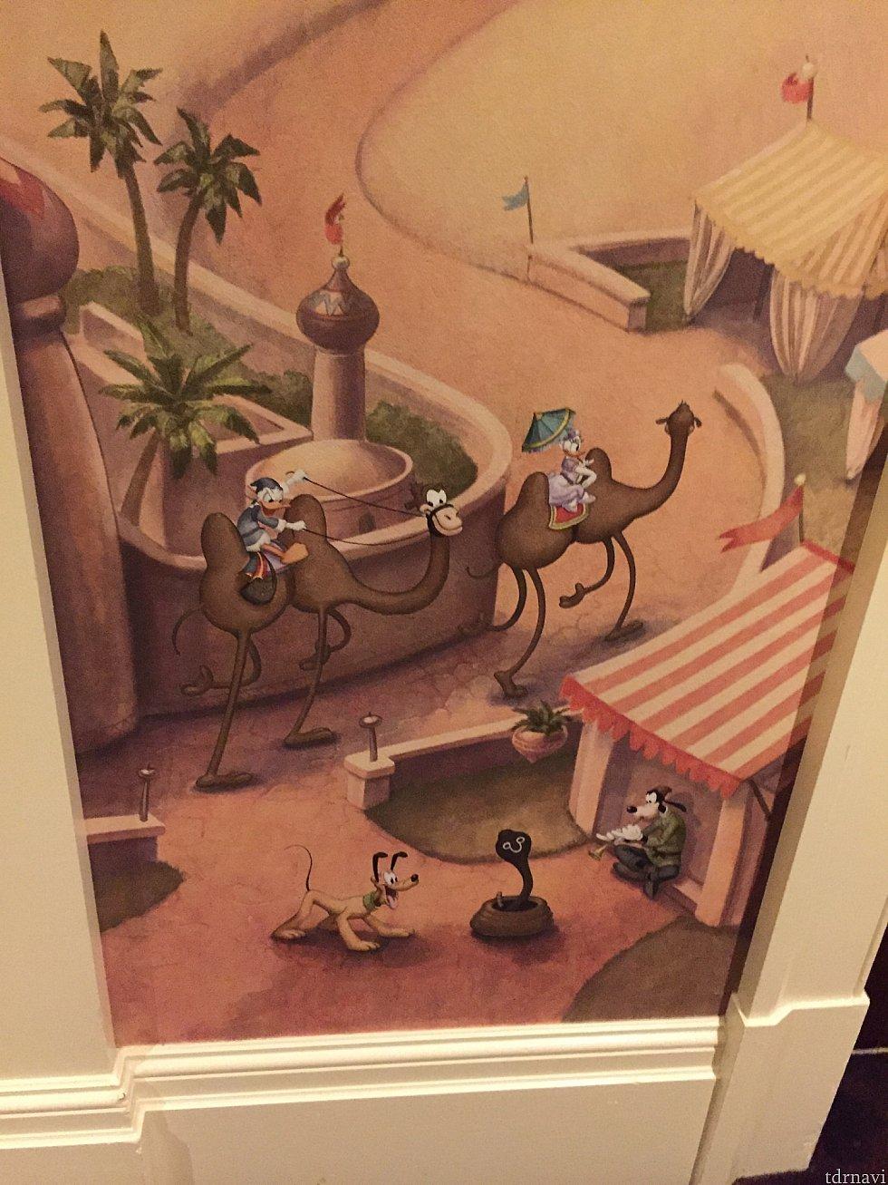廊下絵② キャラ拡大ドナルドはラクダになめられてる?