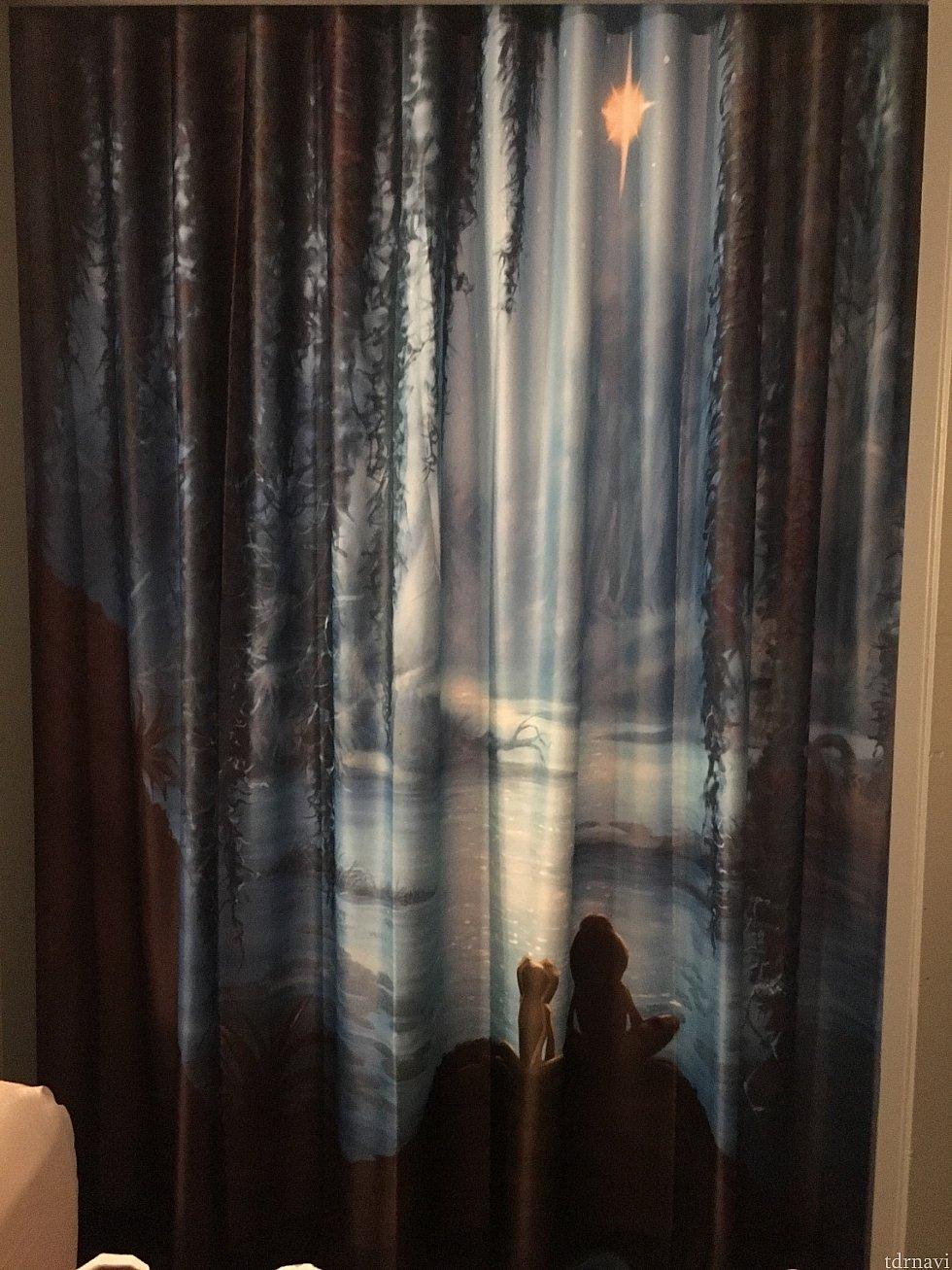 洗面所のところのしきりカーテン。 ここにもカエルさん達が🐸