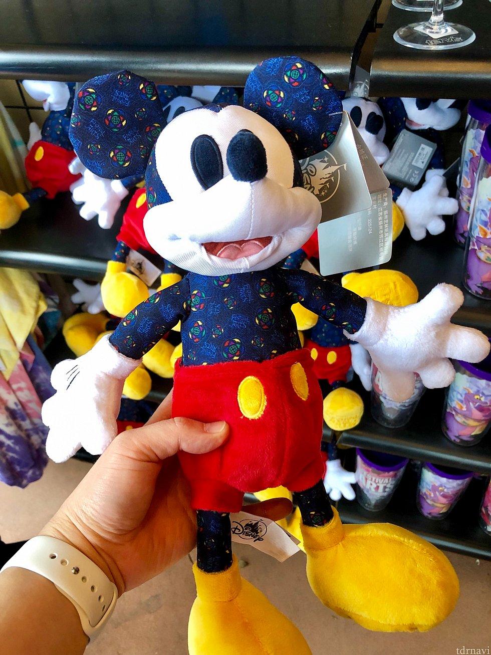 ミッキーマウスの柄がエプコットのロゴ。$19.99