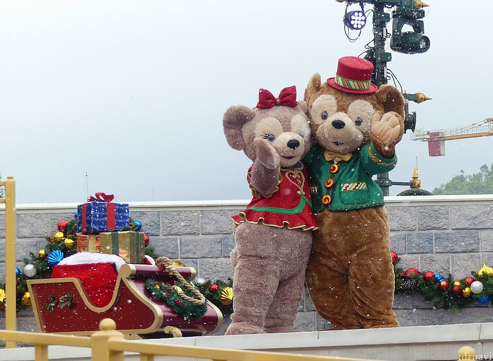 雪に喜ぶダッフィーとシェリーメイ!かわいい
