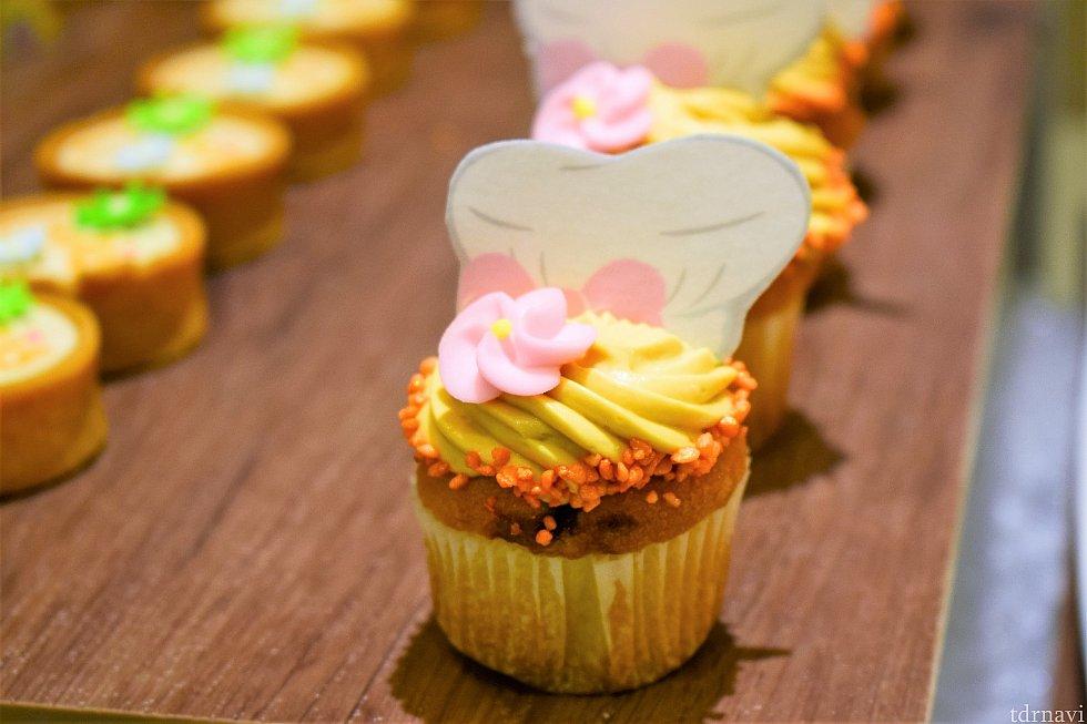 ブルーベリーのカップケーキ クッキーのお帽子も食べられます!