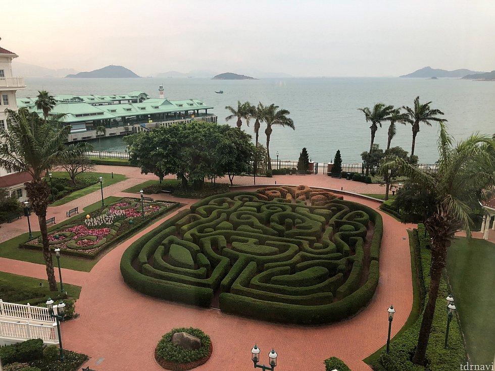 窓の外の景色は海とランドホテルのガーデンにある大きな迷路が見えました。ナイスビュー👍