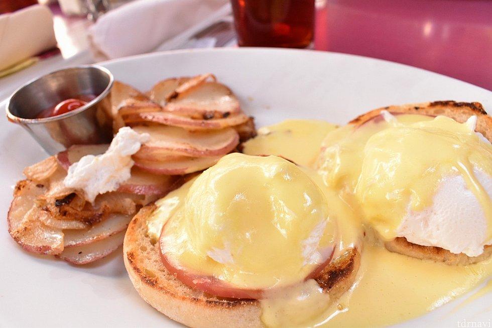 Classic Egg Benedict $12.00 お手頃価格なのに、ボリュームもあって美味しいので、おすすめです!