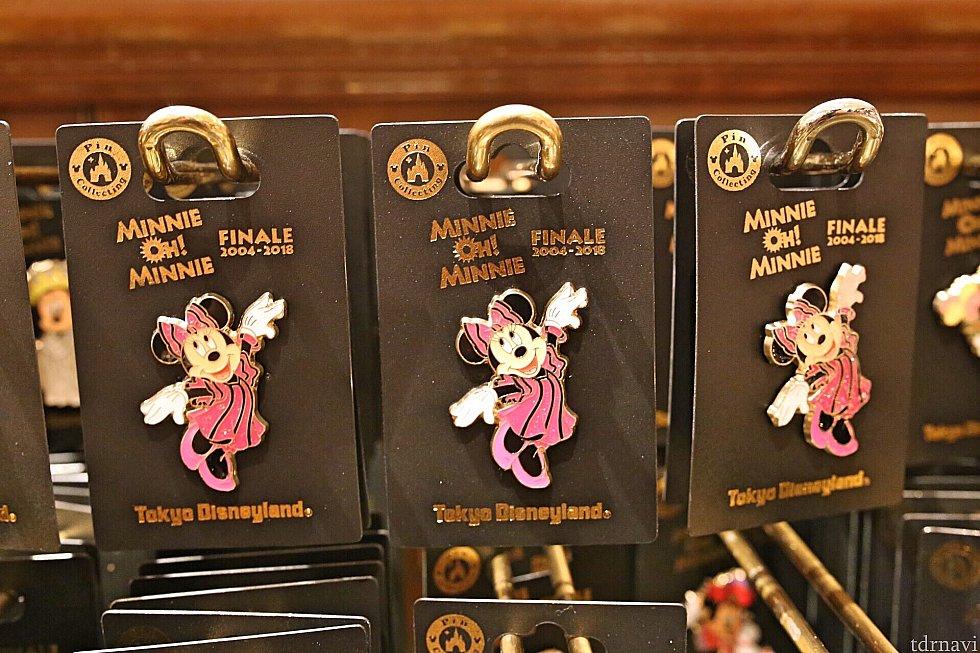 早着替え後のピンクのワンピースを着たミニーちゃんのピンバッジ