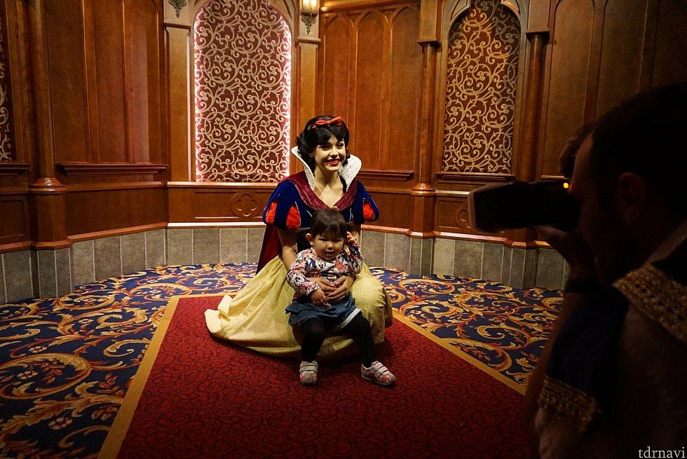 白雪姫のおひざにちょこん♪