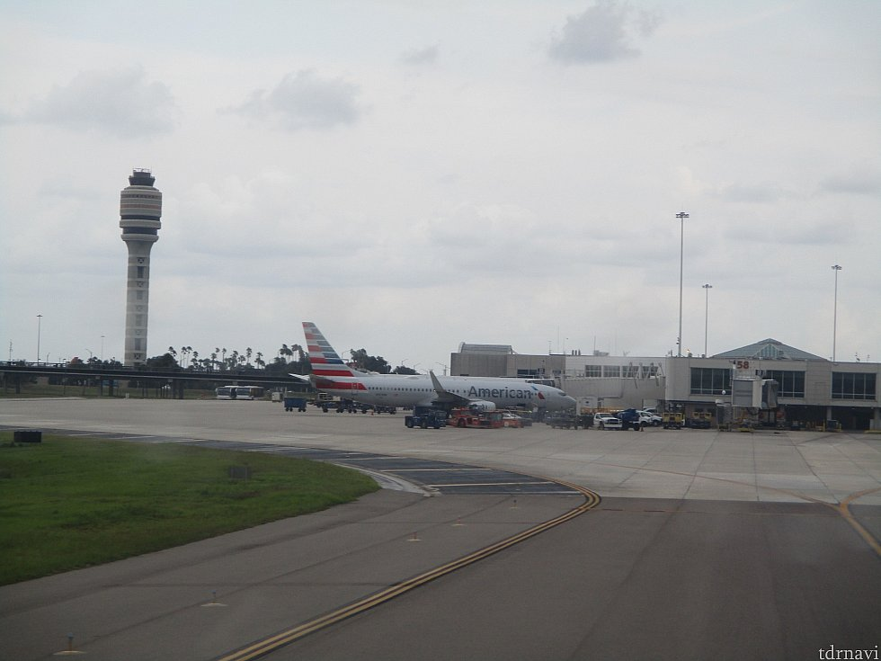 オーランド国際空港まで2時間ほどのフライトで到着します。