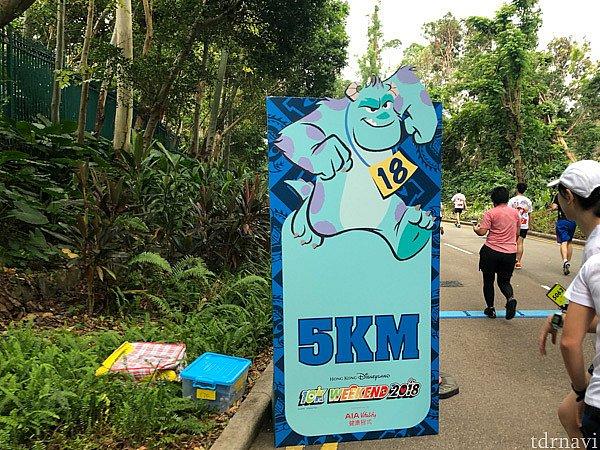 10Kでは、1キロごとに看板が立っているので、あとどれくらいなのかわかりやすくて励みになりました。
