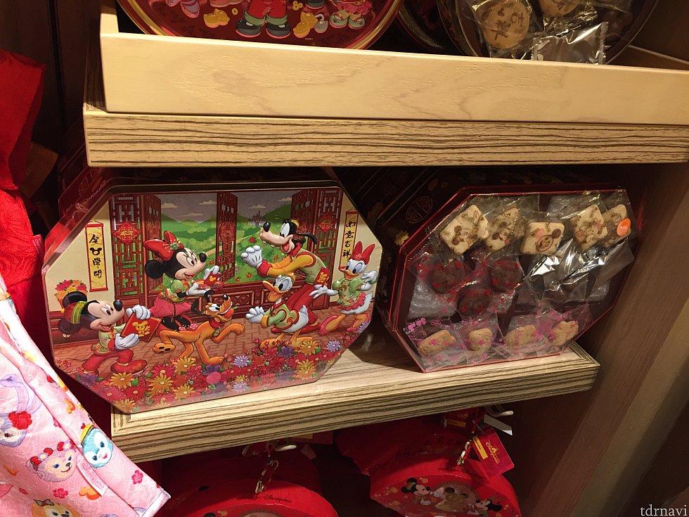 クッキー、チョコレートが入った缶も旧正月の装いでたくさん出ていました😊 上から 2段四角HK$165 楕円HK$128 変形8角形HK$158 8角形HK$178