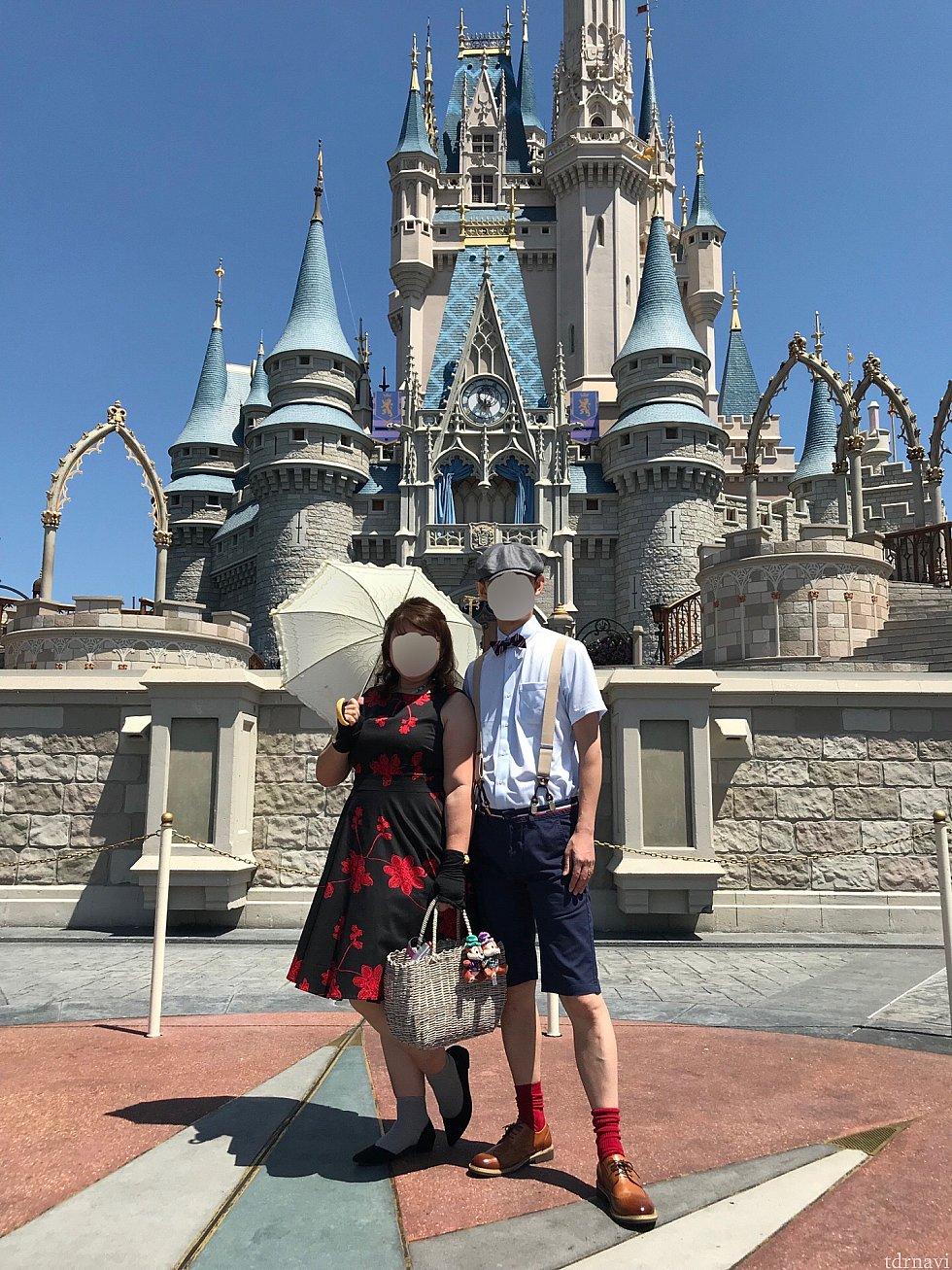 こちらはちびりす&チデ吉さんご夫婦が土曜日に参加されたマジックキングダムでのお写真。とても素敵なお二方!シンデレラ城前で素晴らしい一枚ですね!
