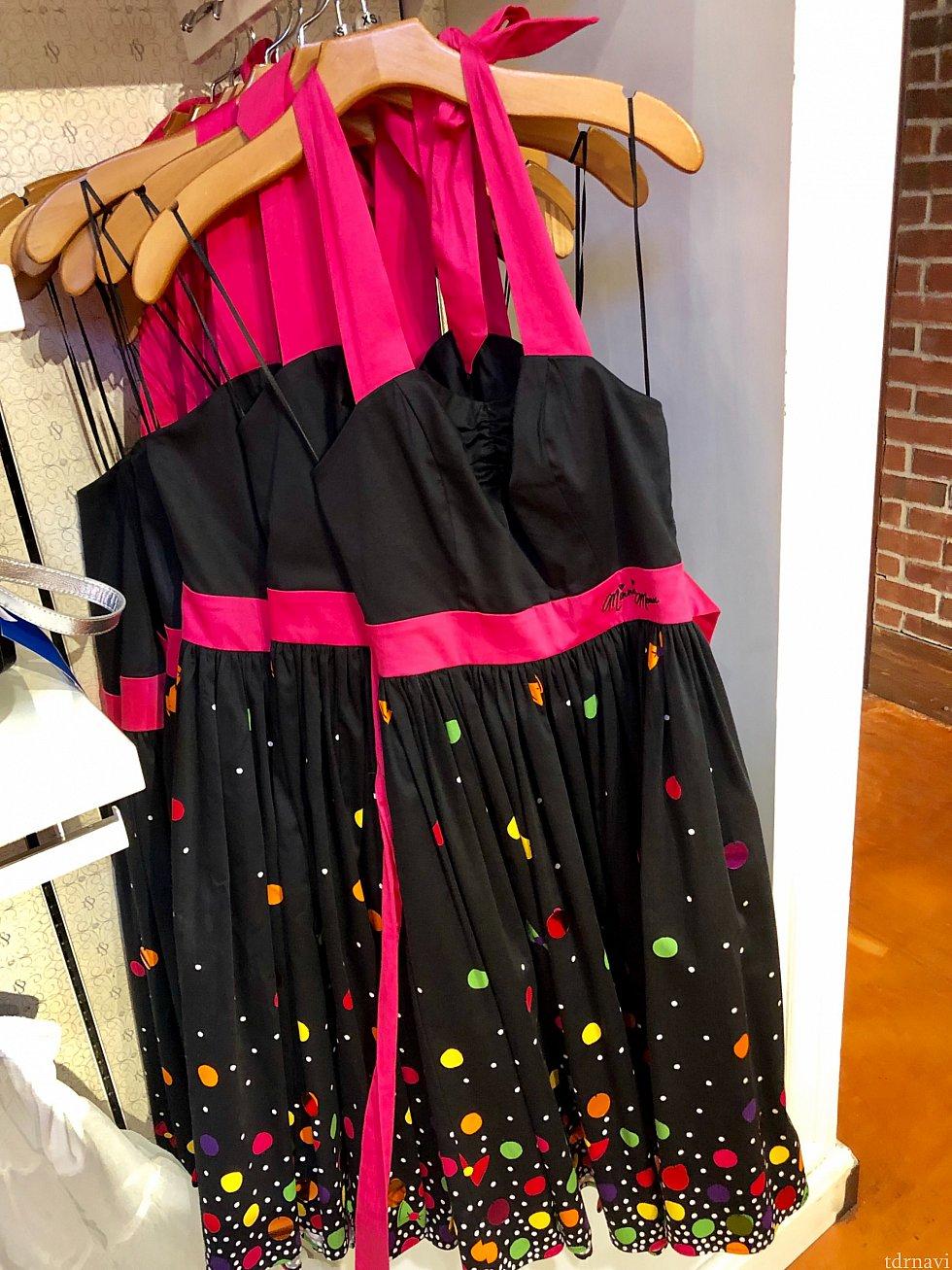こちらはミニーがモチーフのドレスのようです。