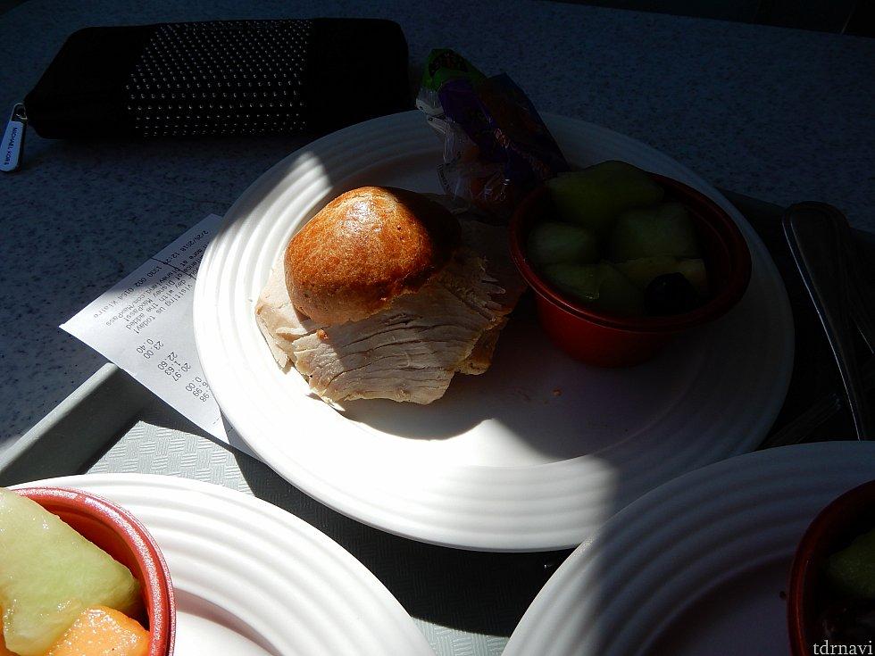 ターキーサンドイッチ。救世主でした。
