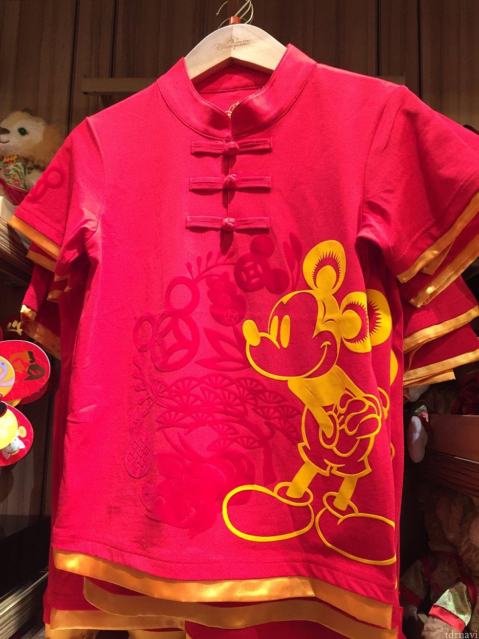 大人用TシャツHK$218 下をどう合わせるべきか悩みますが、せっかくなので買いました!!笑 ミッキー達とのグリーティングが楽しみです💖
