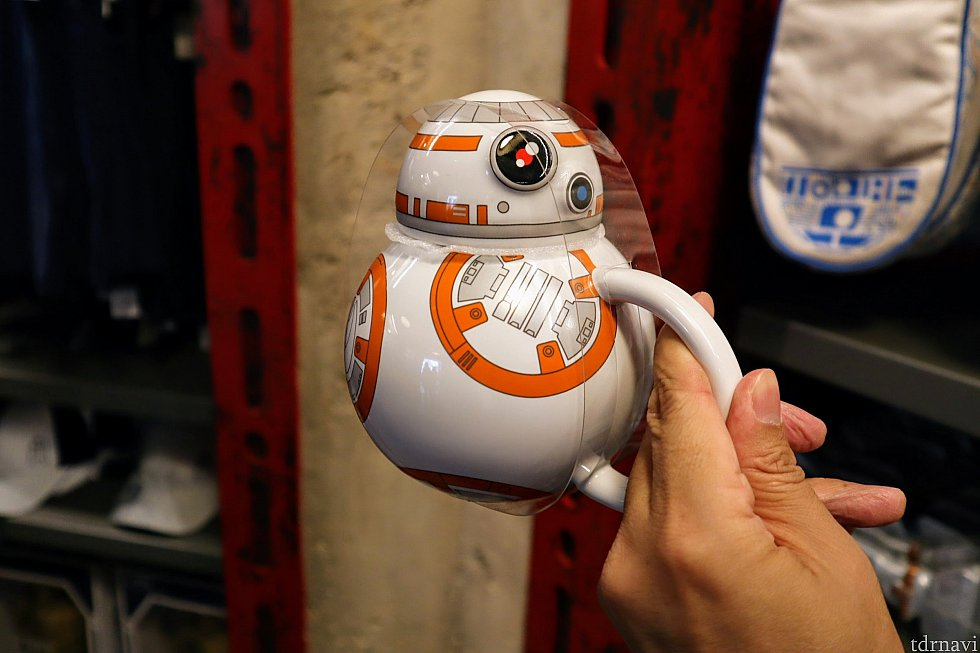 これもカワイイ!BB-8のティーポット!!テーブルの上にあるだけで癒される…20ドルだったと思います。ドロイドとキッチングッズは相性がいいんですかね…
