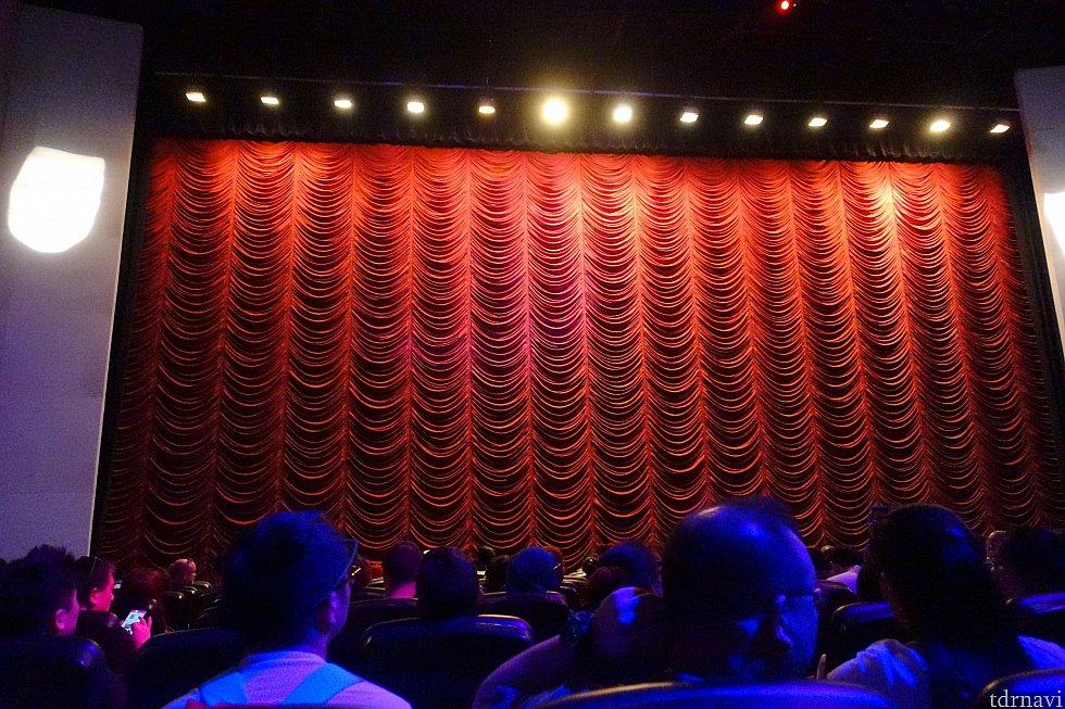 スクリーンは大きいです。