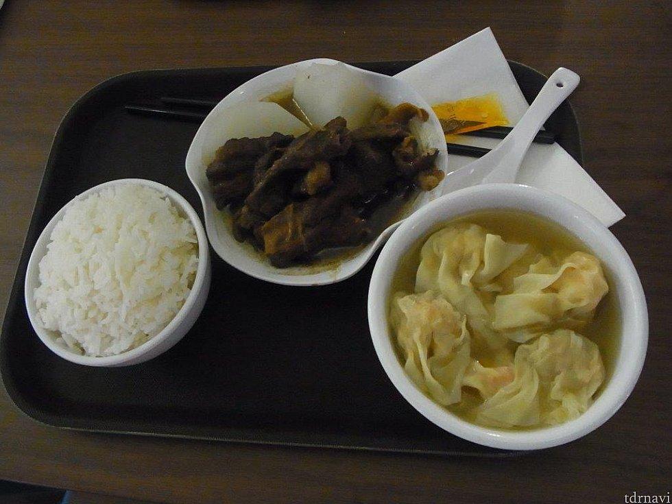 池記で食べた牛肉の煮込みのセット♪海老ワンタン🦐もプリプリで美味しかったです😋