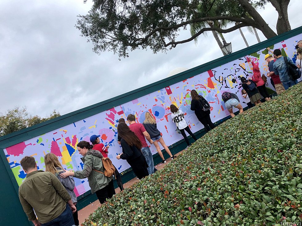 ディズニーアーティスト達だけではなく、ゲストもアートに参加することもできます。