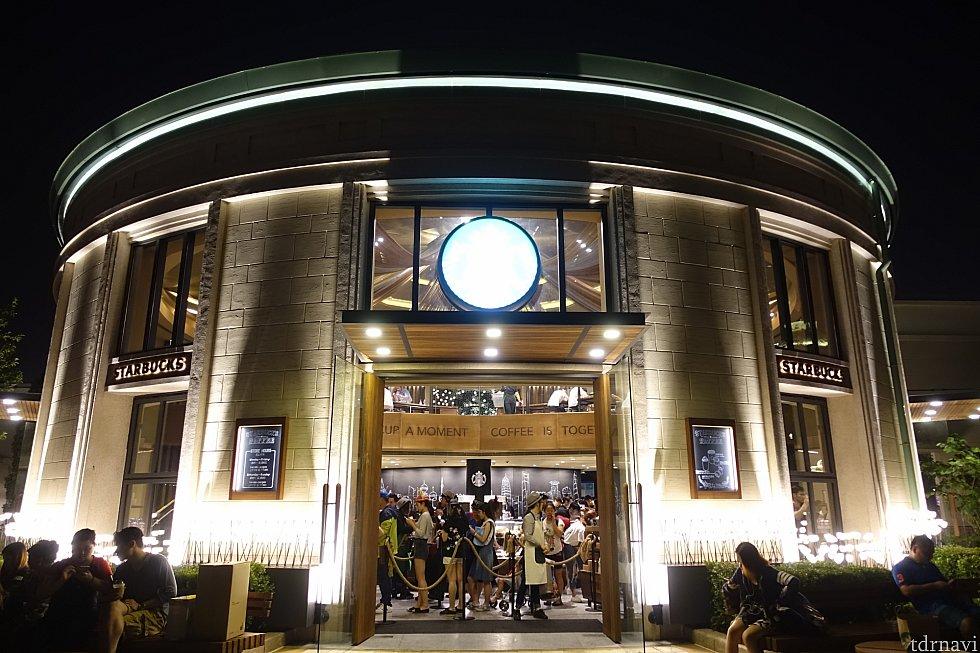 上海ディズニーリゾートのスターバックスもオシャレです。